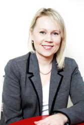 Toimittaja-kirjailija Reeta Paakkinen. Kuva: Laura Nissinen.